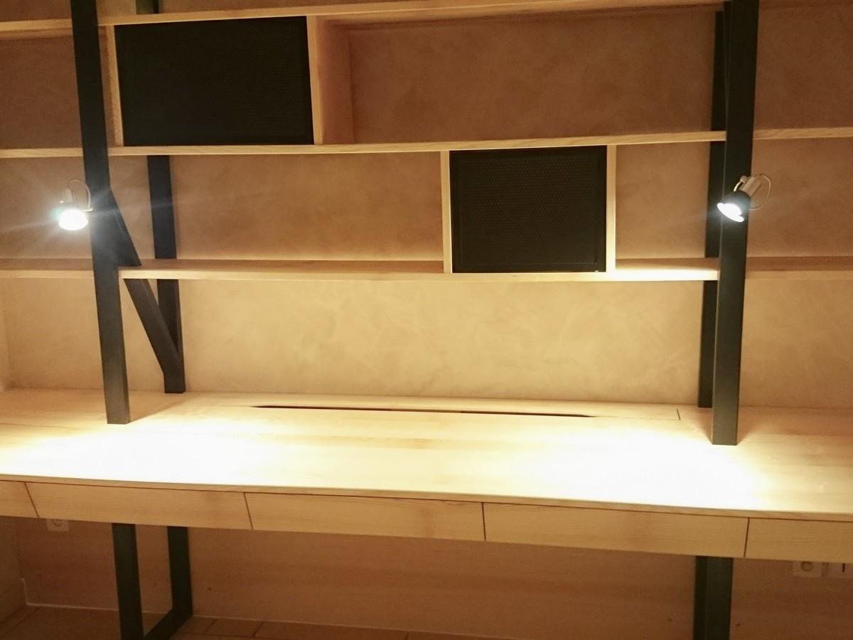 Agencement sur mesure en bois et métal